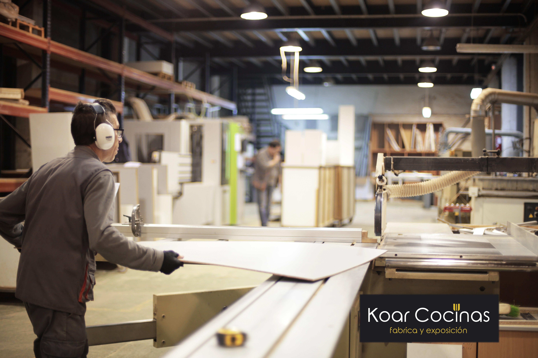 10 razones por las que comprar en una fábrica de muebles - Cocinas Koar